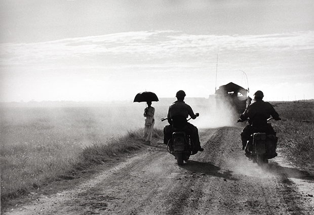 Photograph by Robert Capa. © International Center of Photography/Magnum – Collection of the Hungarian National Museum.