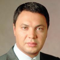 председатель правления первого чешско-российского банка проводит своим язычком