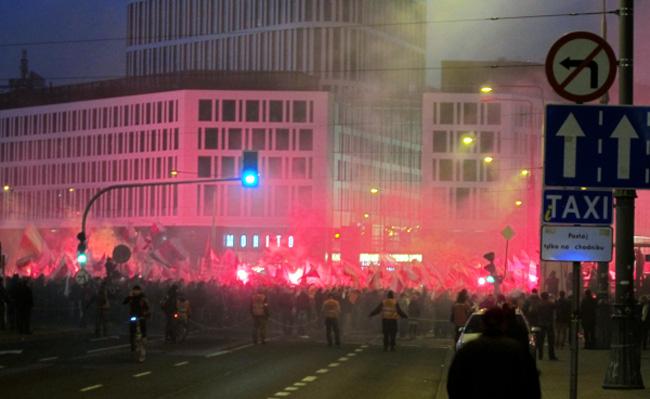 Участники «Марша независимости» напали на российское посольство в Варшаве