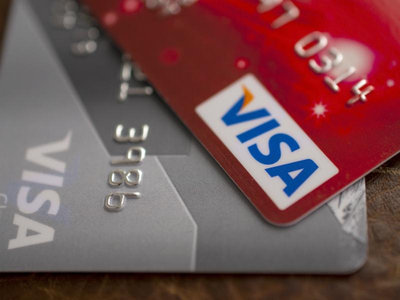 Банкам РФ разрешили брать комиссию заснятие наличных скарт Visa