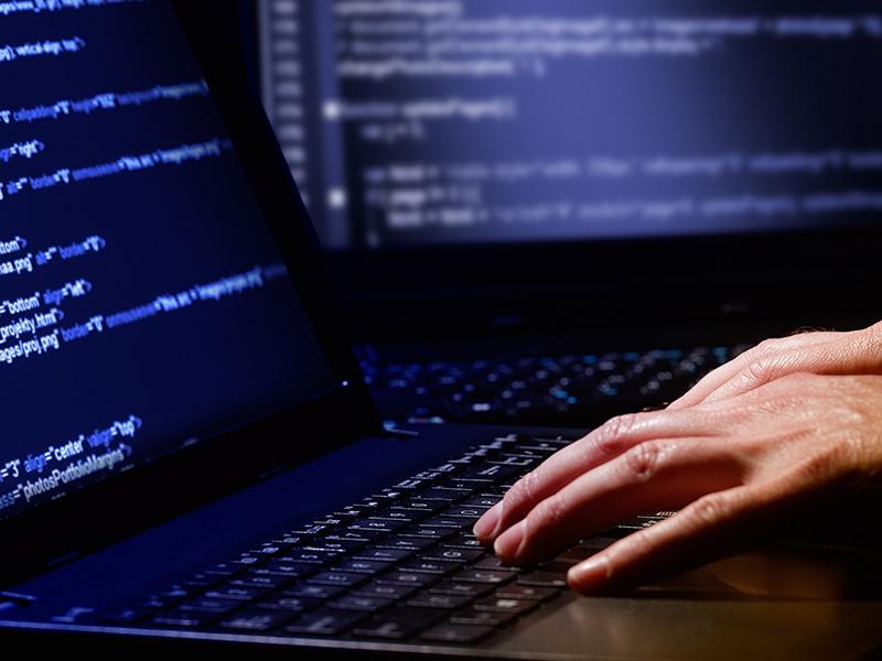 Хакеры атаковали «Альфа-Банк» и«Сбербанк»