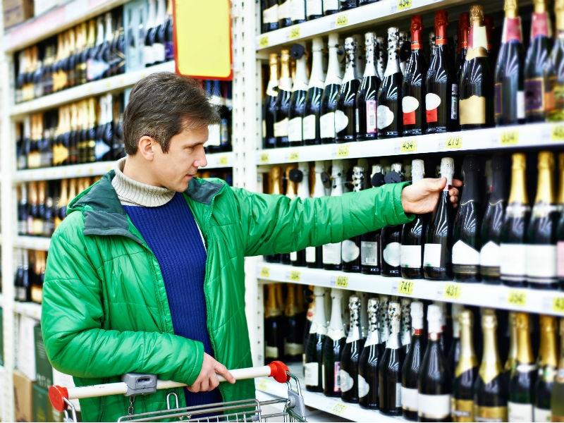 ВМинпромторге поддержали идею запретить скидки на спирт