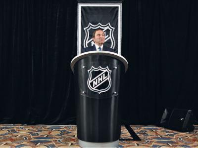 Комиссар НХЛ Гари Бэтмен уверен, что зарплаты игроков неоправданно высоки