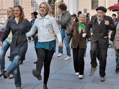 Россияне хотят верить в сытую старость и передают пенсионные средства в руки частников