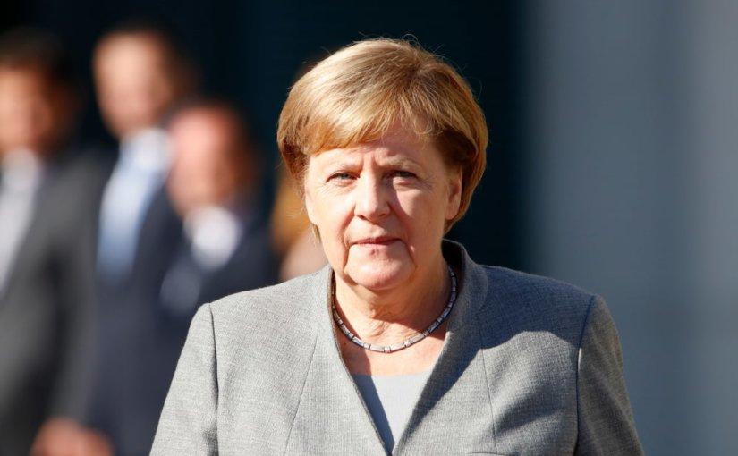 Владимир Путин и Ангела Меркель обсудили по телефону инцидент в акватории Черного моря