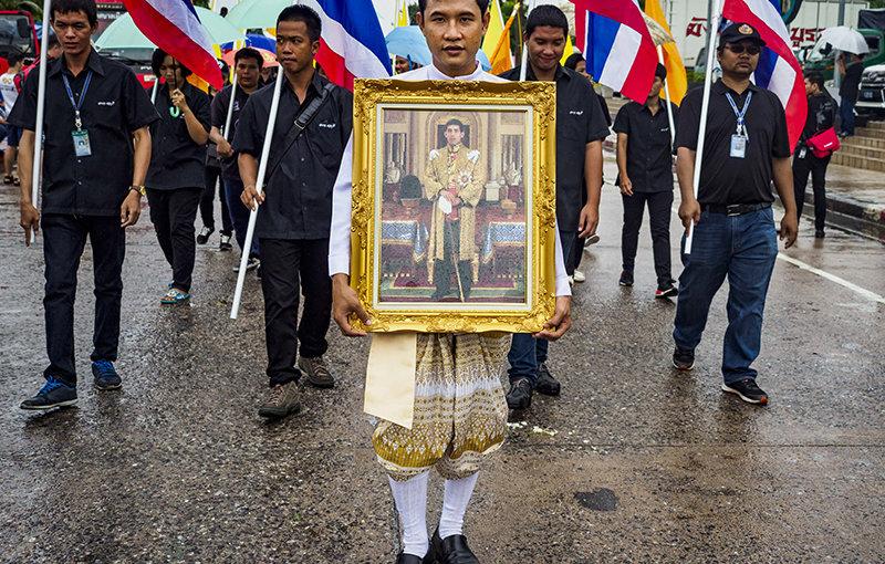 Забыв привычки плейбоя, король Таиланда готовится сосредоточить всю власть в стране в своих руках
