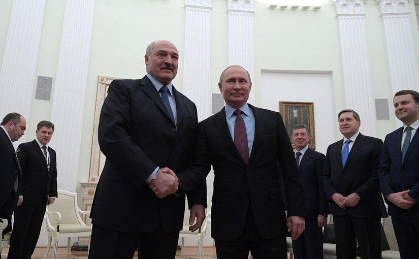 Федор Лукьянов иронично прокомментировал причину поездки Лукашенко в Москву