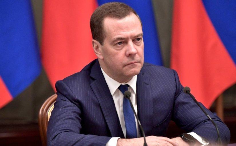 Медведев объявил об ответных экономических санкциях против Украины