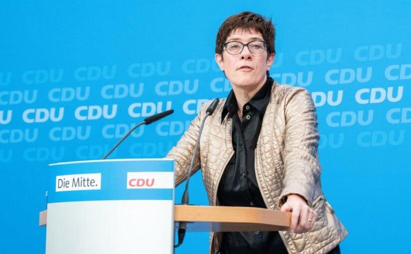ХДС вместо Меркель возглавила Крамп-Карренбауэр