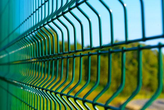 В Крыму построили забор на границе Украиной