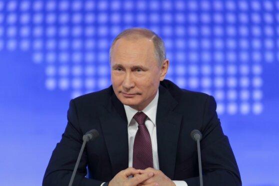 Путин поручил ввести электронные визы для иностранцев с 2021 года