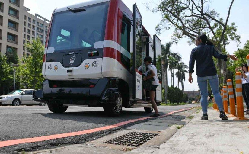 Все больше людей опасается пользоваться беспилотным транспортом