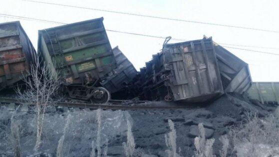 Почти 30 вагонов с углем сошли с рельсов в Иркутской области
