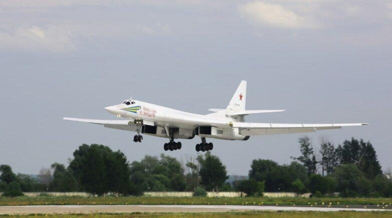 Сверхзвуковой стратегический бомбардировщик-ракетоносец Ту-160, самолёт, ВВС, ВКС, Россия
