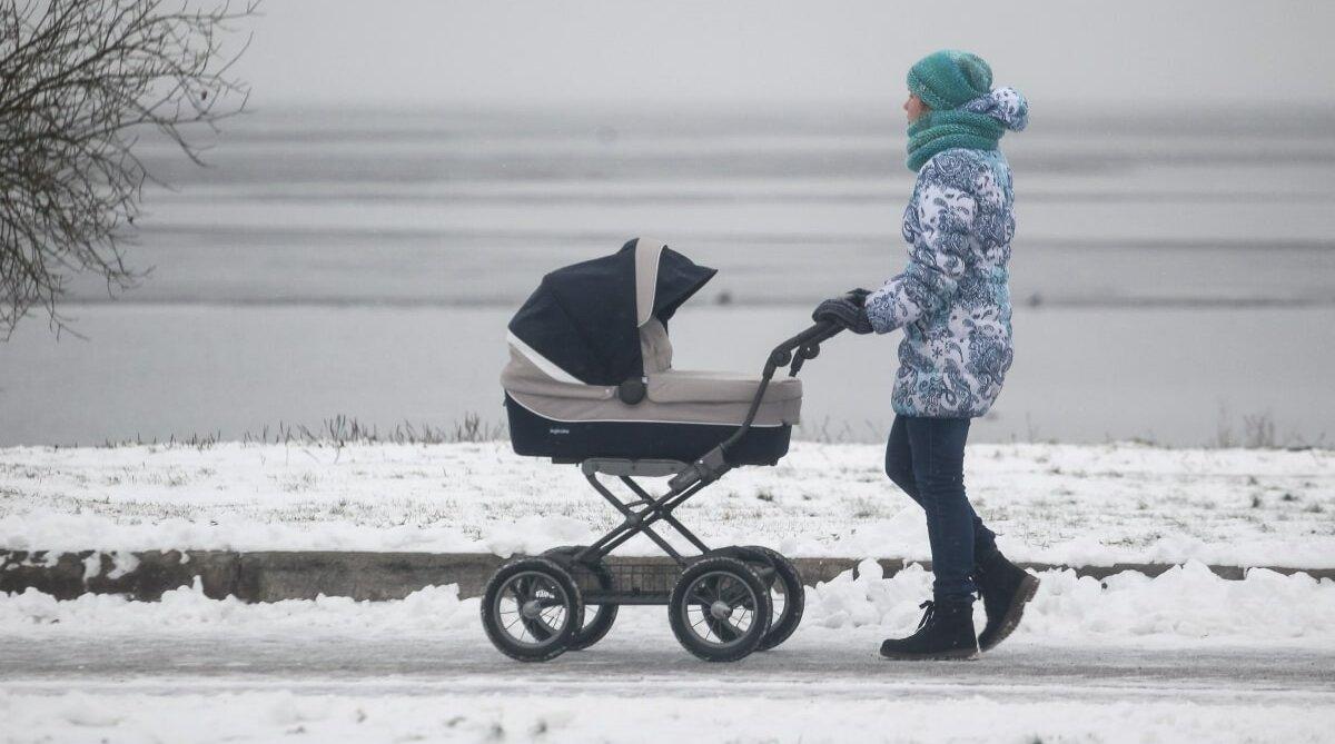 Мама с коляской, женщина, ребёнок, зима