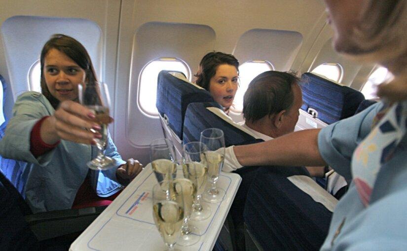 «Аэрофлот» вернет бесплатный алкоголь в меню пассажиров эконом-класса