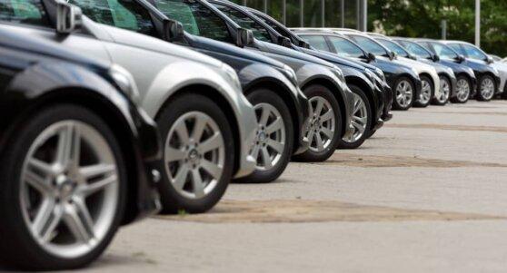 Автопроизводители массово скорректировали цены в России