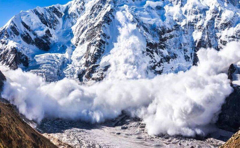 МЧС предупредило об угрозе схода снежных лавин в Крыму