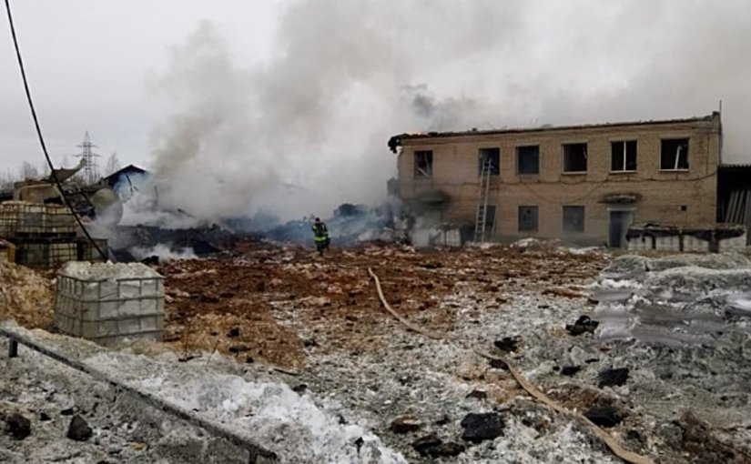 При взрыве на химзаводе в Ленобласти пострадали три человека