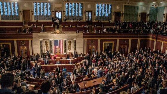 Сенаторы США назвали Украину неуправляемой