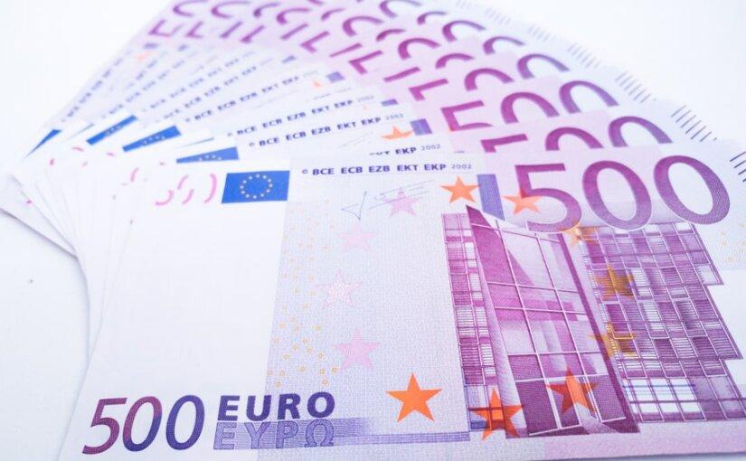 Центробанки ЕС прекратили выпуск банкнот достоинством €500