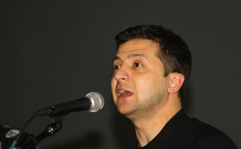 «Опять делят наших людей»: Зеленский критикует штаб Порошенко