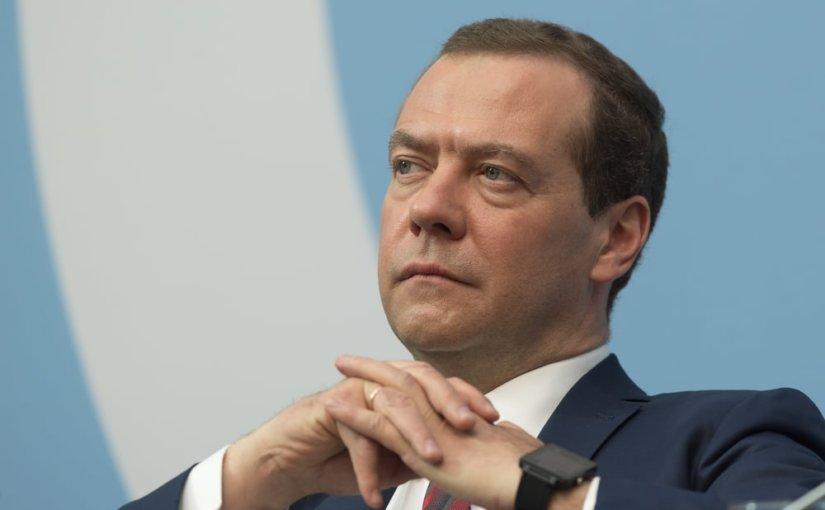 Медведев рассказал о «выживании» около 19 млн бедных россиян