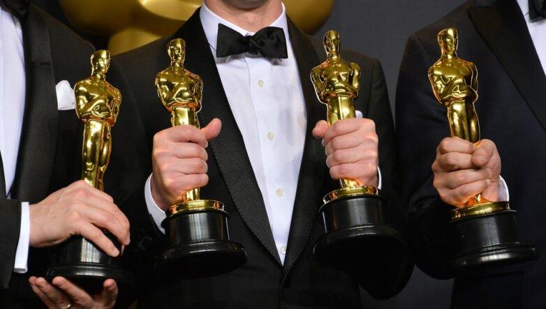 """Статуэтки кинопремии """"Оскар"""" (Oscar)"""