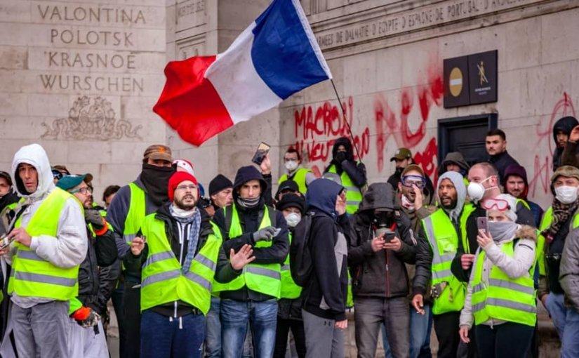 """В акции """"желтых жилетов"""" приняли участие 84 тысячи французов"""