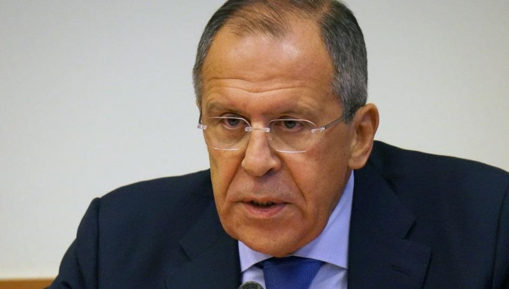 Министр иностранных дел Сергей Лавров серый фон