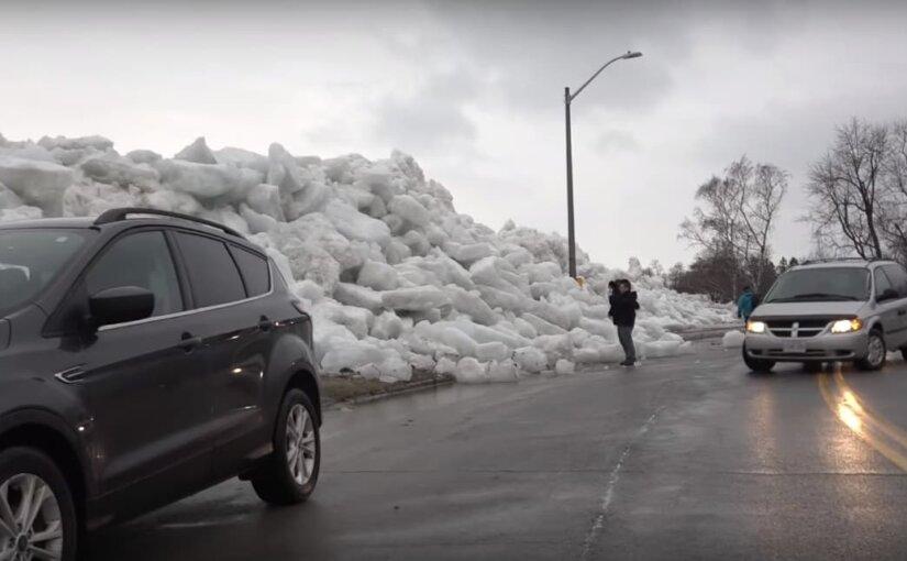 Видео: На США и Канаду обрушилось ледяное цунами