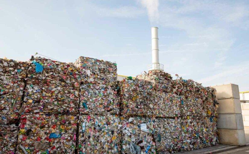 Утилизация бытового мусора становится серьезным финансовым бременем для россиян
