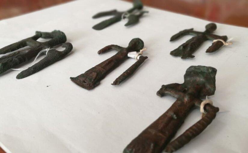 Уникальные бронзовые фигурки «выловили» в Челябинской области