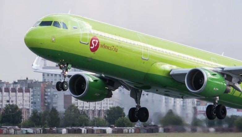 Взлётно-посадочная полоса аэропорта «Омск-Центральный», самолёт, S7 Airlines