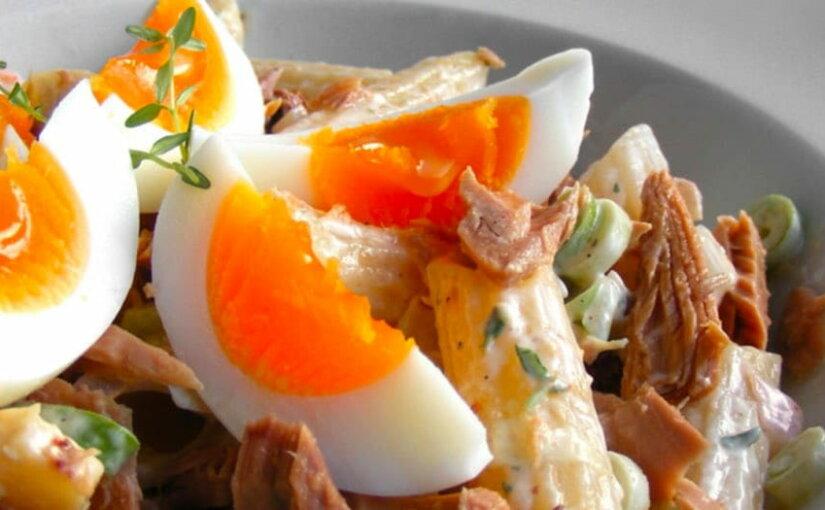 Яйца, тунец, чечевица и миндаль: врачи рассказали о продуктах, которые сжигают жир на животе