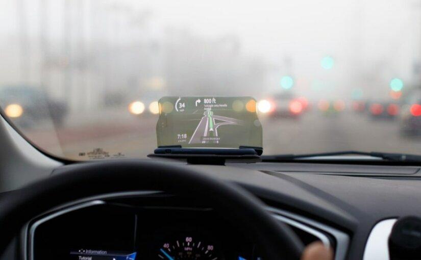 Прибор ижевской компании выводит карту на лобовое стекло авто