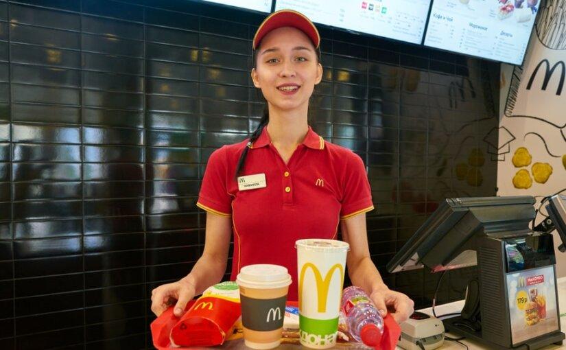 В ресторанах McDonald's в РФ будут разносить еду за столы
