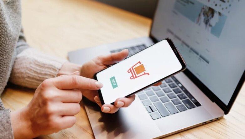 Ноутбук, телефон, онлайн покупка, интернет платёж