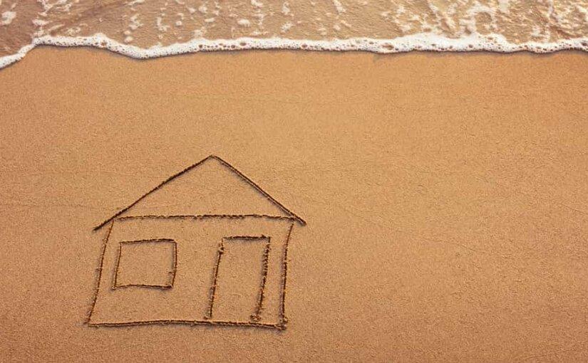 Отдыхающих на Гран-Канарии будут наказывать за рисунки на песке