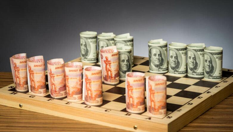 Рубли, доллары, деньги, валюта, банкноты, курс, шахматы