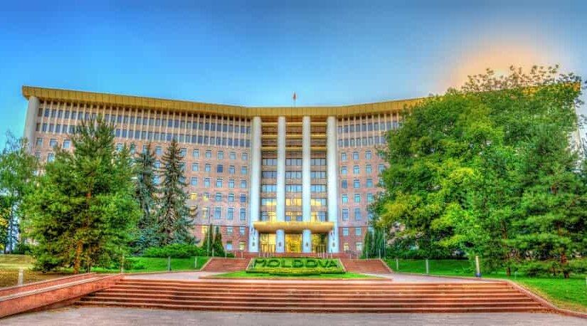На парламентских выборах в Молдавии лидирует лояльная к РФ партия
