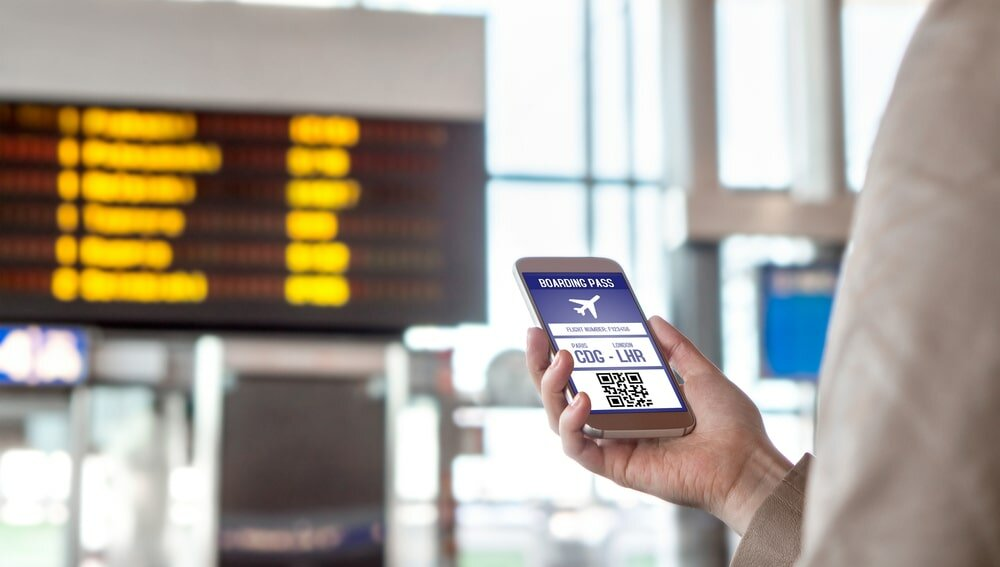 Аэропорт, терминал, телефон, смартфон, регистрация, рейс