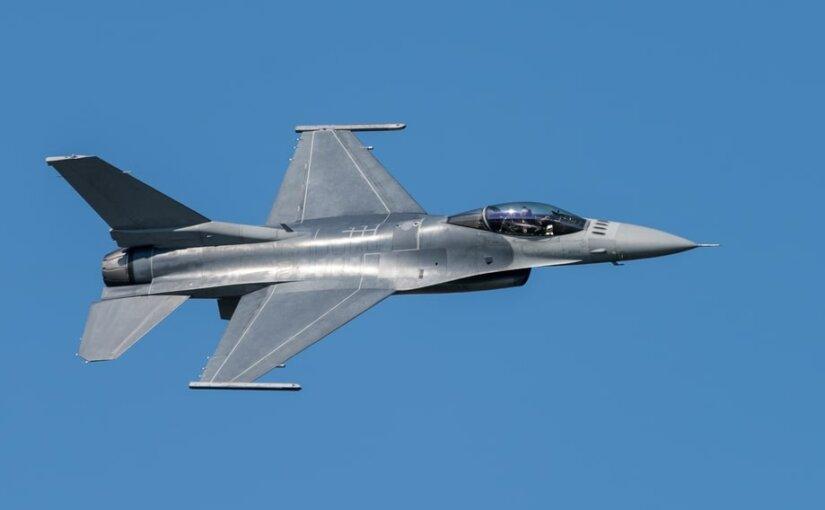 Истребитель F-16 обстрелял сам себя на учениях в Нидерландах