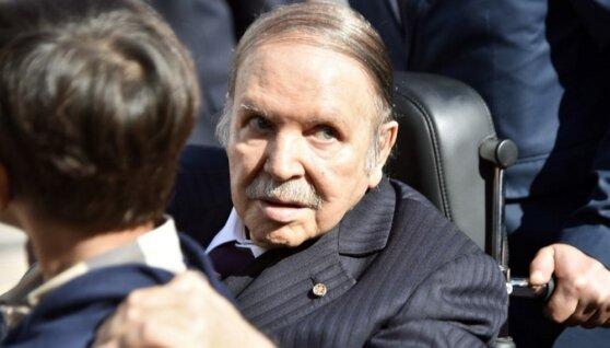 Правительство Алжира ушло в отставку из-за протестов в стране