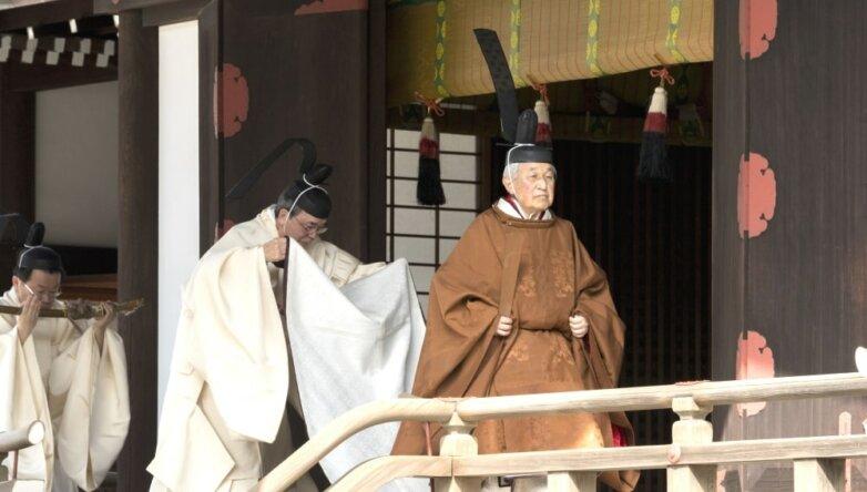 Император Японии Акихито на одной из церемоний отречения от престола