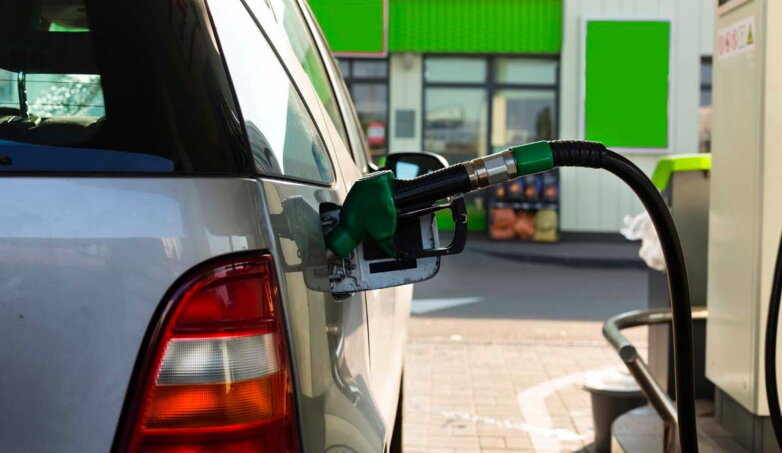 Заправка автомобиля АЗС топливо бензин