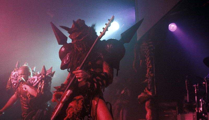 Группа GWAR навряд ли бы приобрела культовый статус, если бы не костюмы музыкантов и фантасмагорическое шоу, устраиваемое на сцене