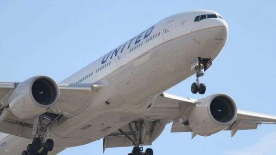 Семь пассажиров Boeing 737 попали в больницу из-за запаха в салоне самолета