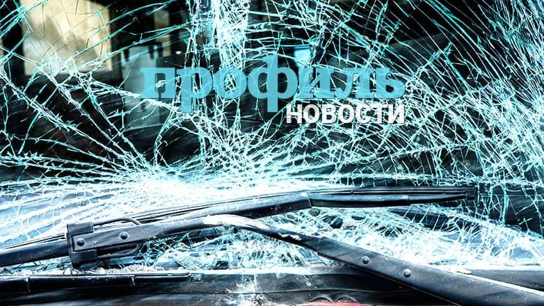 Автомобиль протаранил автобусную остановку в центре Москвы