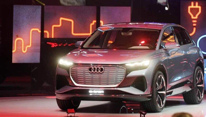 Audi Q4 e-tron, машина, автомобиль